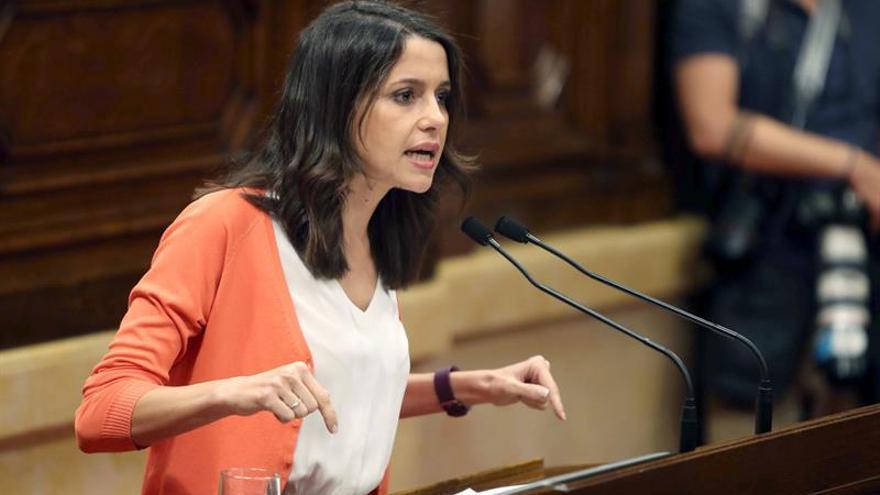 Cs sigue adelante con la moción de censura en Cataluña pese a las reservas del PP