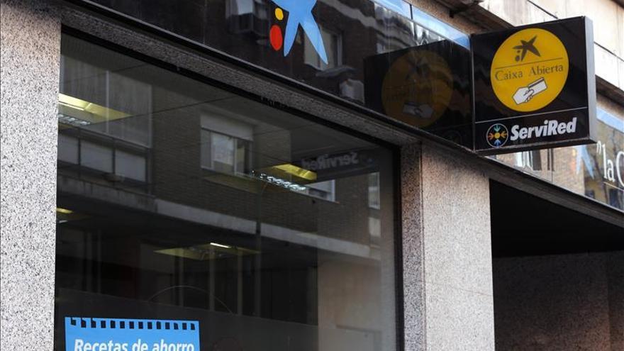 La CE pide información a CaixaBank por las comisiones en cajeros de otras tarjetas