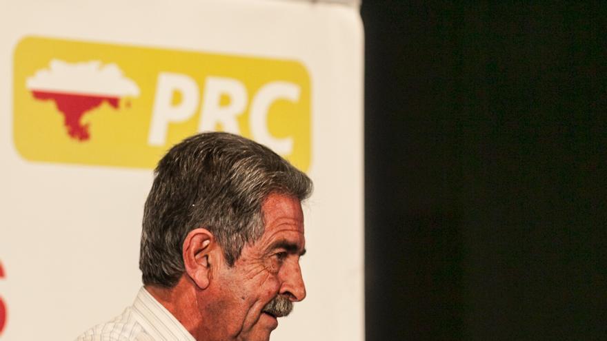 El líder de los regionalistas, Miguel Ángel Revilla, durante la presentación de los candidatos a las alcaldías a la comarca del Asón.