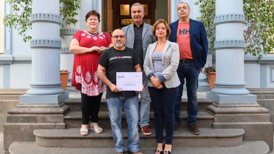 Juan Jesús Hernández López recibe el Premio de Poesía Ciudad de Las Palmas de Gran Canaria.