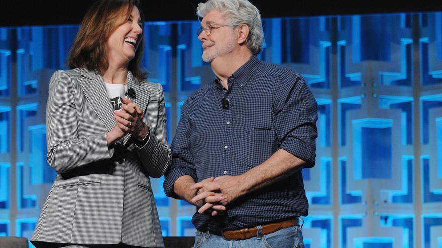 Kathleen Kennedy y George Lucas, artífices del universo 'Star Wars', sonríen antes de una conferencia