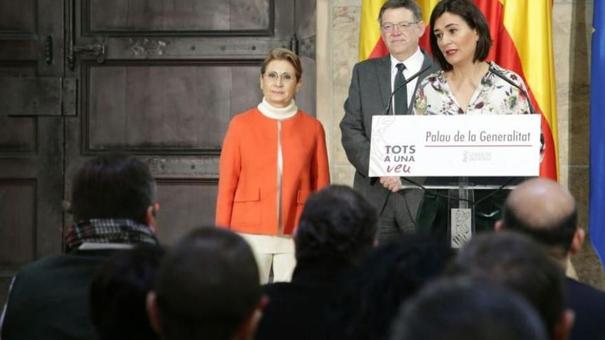 La presidenta de Odusalud, María José Moya, junto al president Ximo Puig y la consellera de Sanidad, Carmen Montón