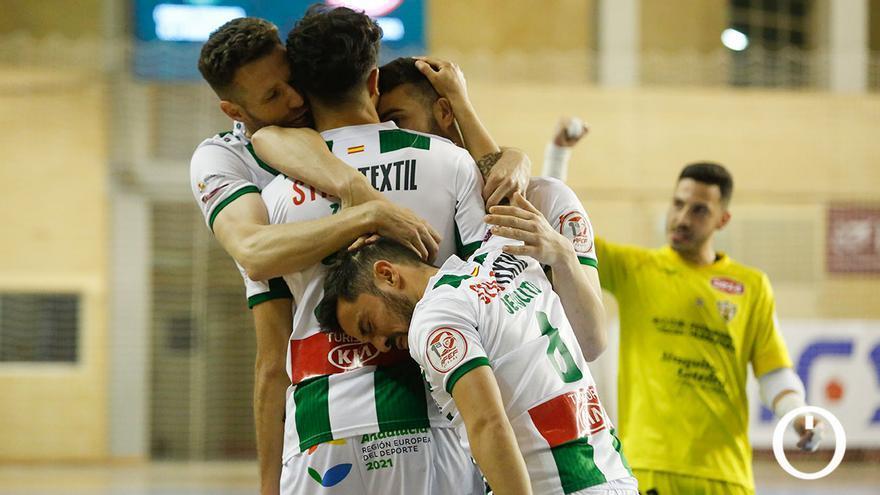 Jugadores del Córdoba Patrimonio celebrando un gol en Vista Alegre