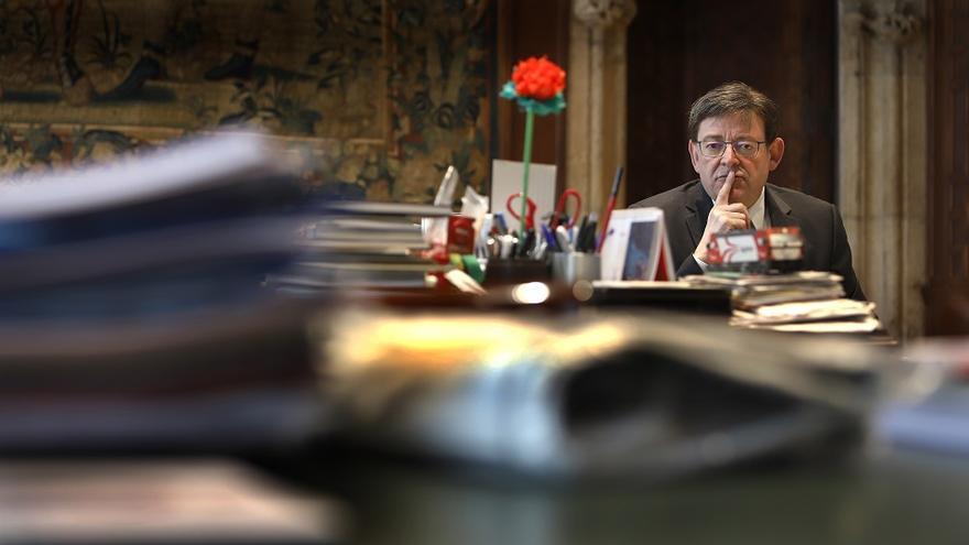 El president Ximo Puig en su despacho en el Palau de la Generalitat