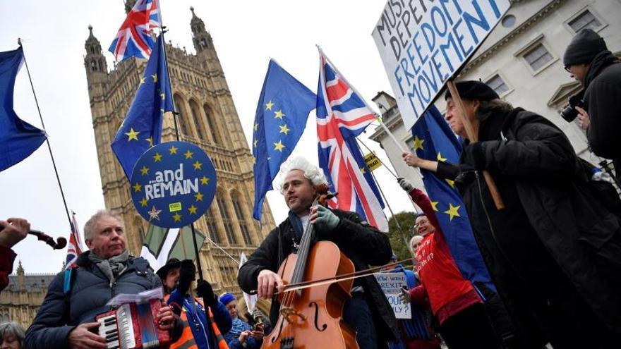 """May ha recibido """"garantías"""" de la UE sobre el pacto del """"brexit"""", según el ministro de comercio"""