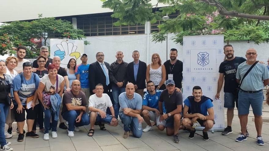 La Fundación Canaria del CD Tenerife ha invitado para el estreno a Aldeas Infantiles y Alabante.