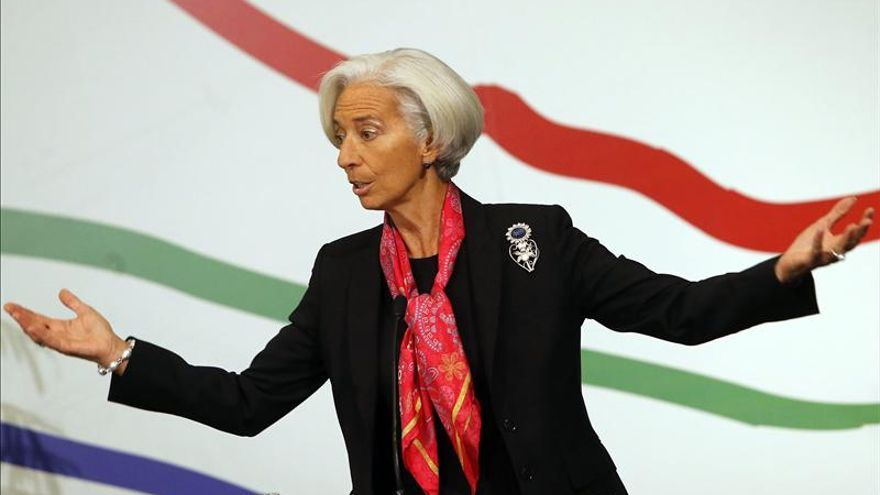 """Plan Juncker en Europa es """"paso adecuado en dirección adecuada"""", dice Lagarde"""