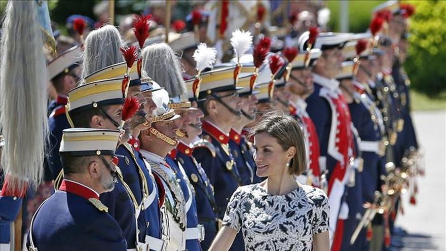 La Reina apoya la asistencia jurídica y los derechos de la mujer en su viaje de cooperación