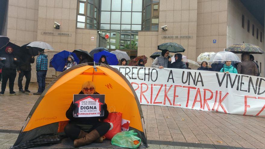 Movilización contra los desahucios en el séptimo aniversario de la muerte de Amaya Egaña