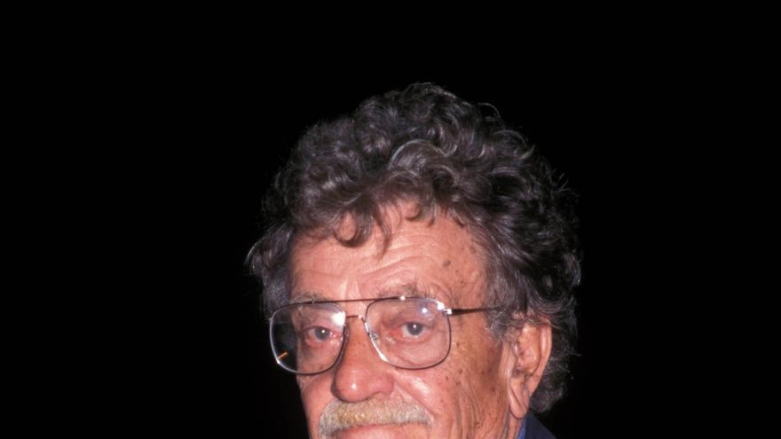 Humor triste, guerras absurdas y naves espaciales: diez años sin Kurt Vonnegut