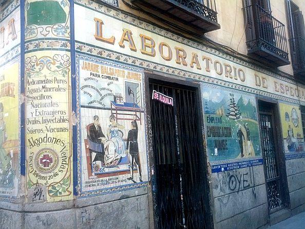 Adiós a 95 años de farmacia | Foto: Somos Malasaña