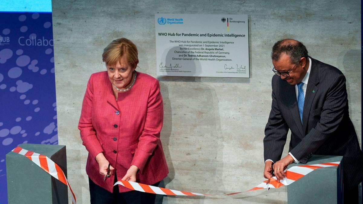 Angela Merkel y Tedros Adhanom Ghebreyesus en el acto de inauguración en Berlín.