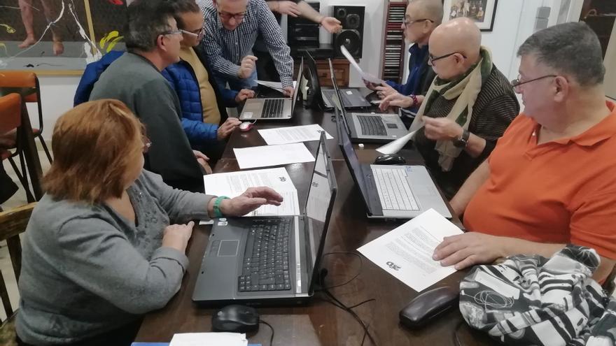 Un taller de informática en la Fundación 26 de Diciembre.