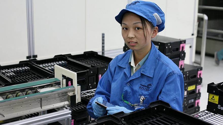 Trabajadora de una de las fábricas de discos duros de Seagate