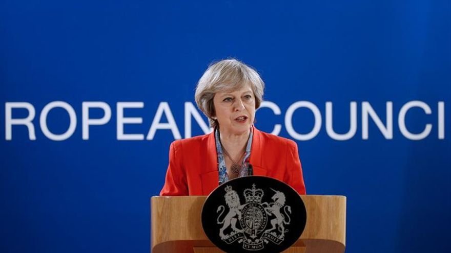 """May visita la India para reforzar lazos comerciales con vistas al """"brexit"""""""