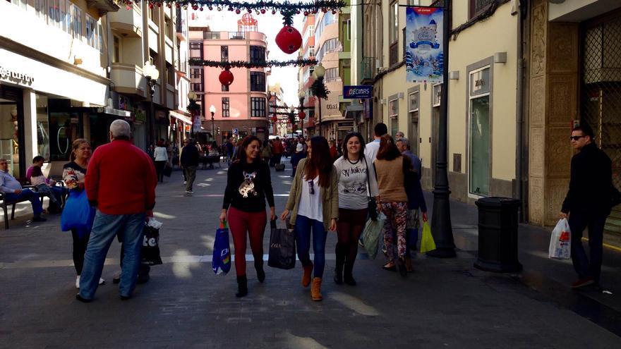 Calle Mayor de Triana, una de las zonas comerciales más concurridas