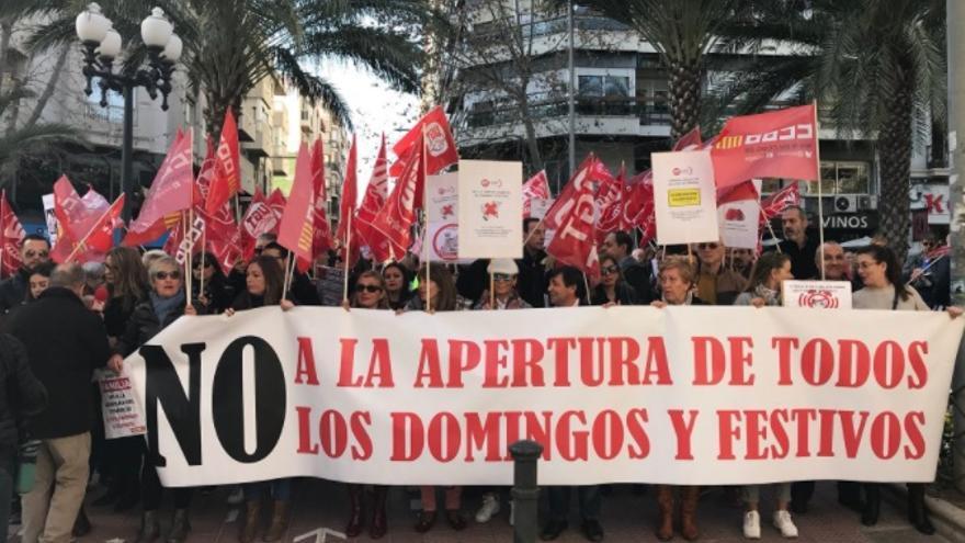 Una movilización en Alicante contra la apertura comercial en domingos y festivos