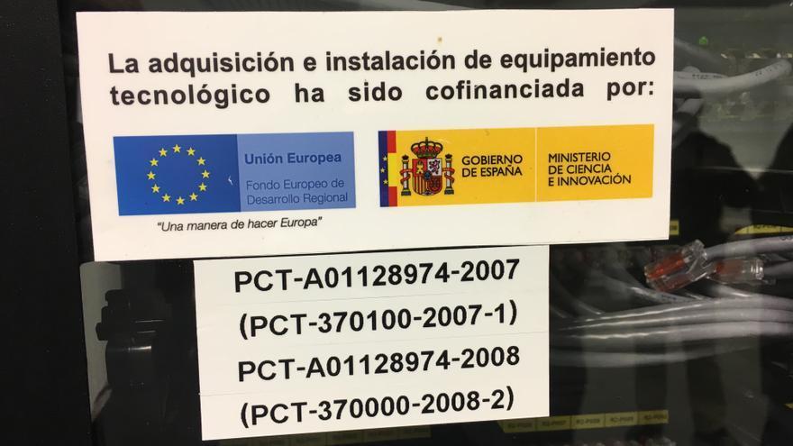 Pegatinas que muestran la financiación pública de Epsilon Euskadi