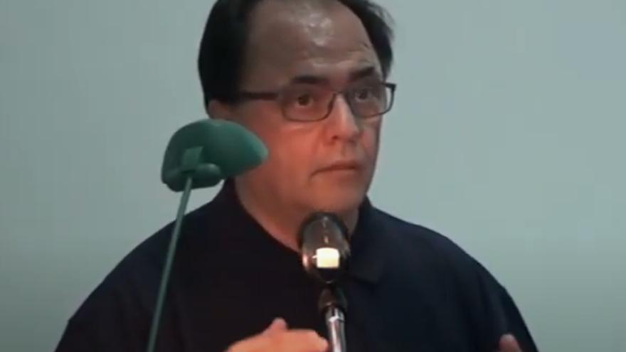 Pedro Roso impartiendo una conferencia.