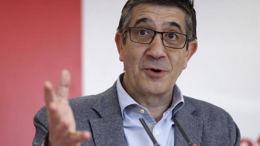 López alerta del riesgo del PSOE de hundirse como en Francia o Grecia
