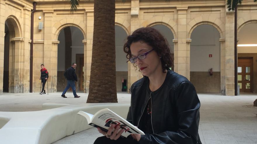 La directora del estudio sobre el chantaje terrorista de ETA, Izaskun Sáez de la Fuente.