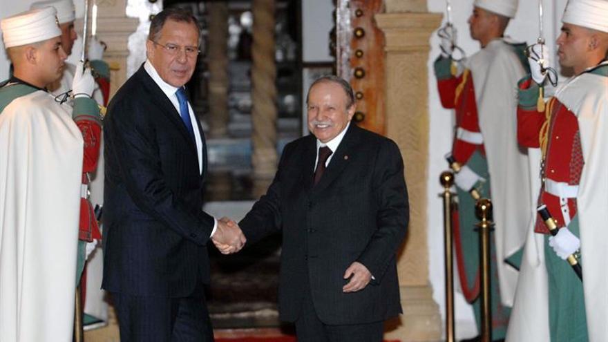 Misterio en torno al estado de salud y el lugar donde se halla Bouteflika