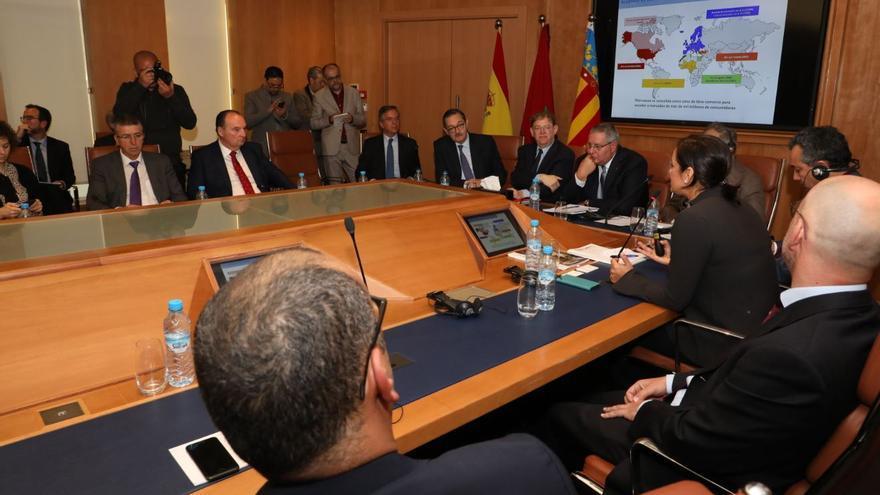 Una de las reuniones mantenidas en Marruecos por la delegación valenciana.