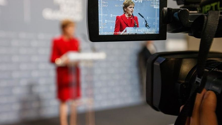 Sturgeon pide negociar en Bruselas un lugar para Escocia en la UE