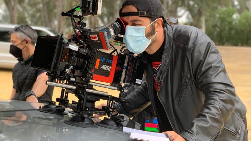 Alfonso Sánchez somete a votación la fecha de estreno de 'El Mundo es Suyo 2'