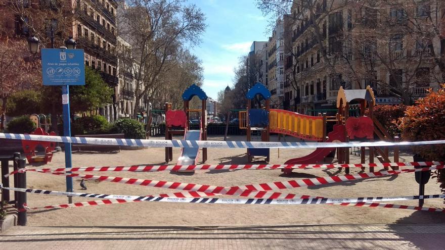 Parque infantil cerrado en la plaza de Olavide | SOMOS CHAMBERÍ