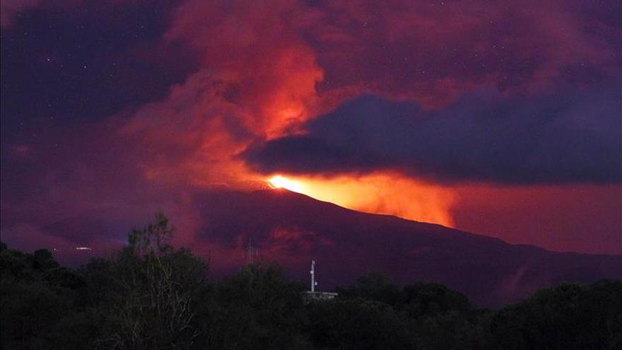 La ceniza del Etna provoca daños en cultivos de Sicilia y Calabria