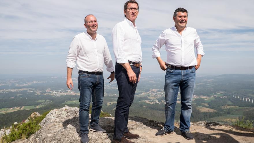 Feijóo, con otros dirigentes del PP en lo alto del Pico Sacro