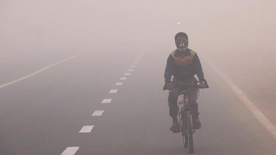 Cierran 1.700 colegios por polución en Delhi, la capital más contaminada