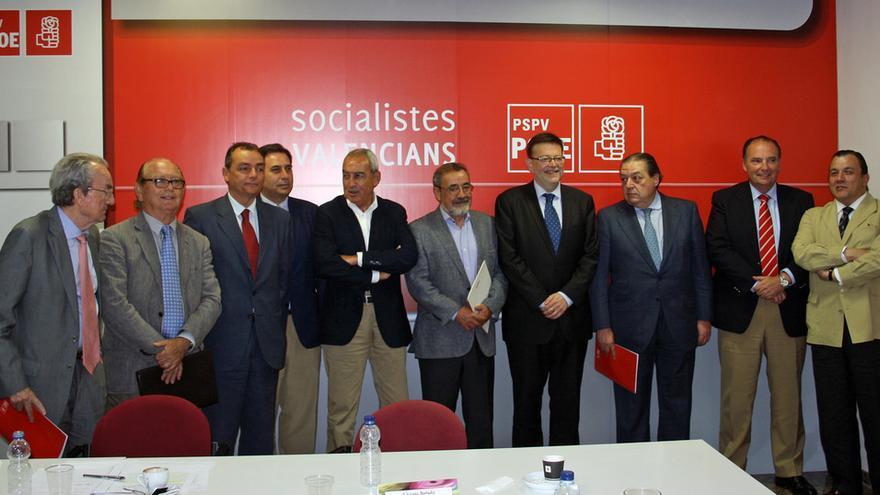 Ximo Puig, flanqueado por González (Cierval) y Vicente Boluda (AVE) y otros empresarios.