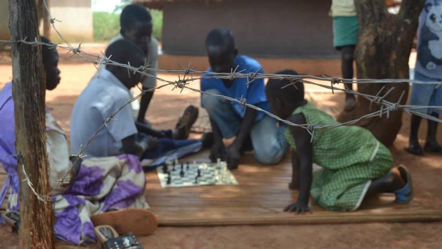 El proyecto de Katende comenzó en Katwe y ahora cuenta con centros en cinco suburbios de Kampala / SOM Chess Academy