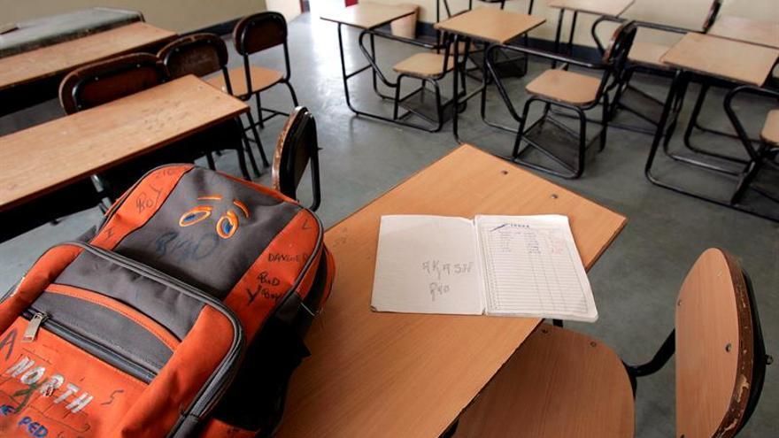 Una mujer maltratada pide ayuda con una nota en los deberes de su hijo
