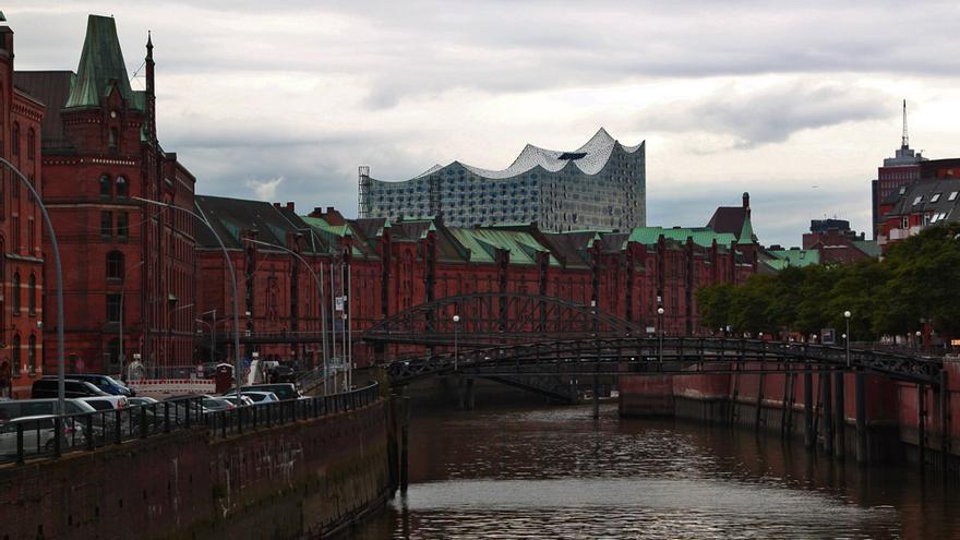 Speicherstadt y Elbphilarmonie Hamburg al fondo.