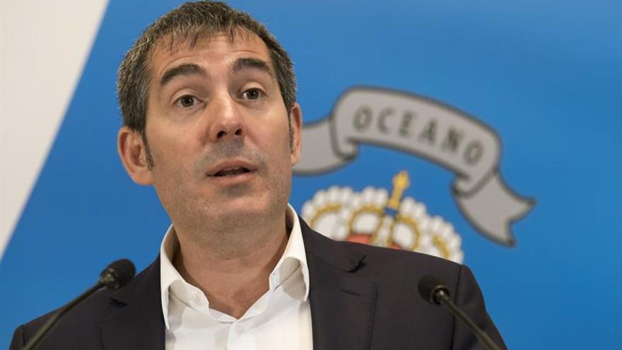 El presidente del Gobierno de Canarias, Fernando Clavijo, durante la comparecencia de prensa para hacer balance de sus cien primeros días al frente del Ejecutivo de la comunidad autónoma. (EFE/Ángel Medina G).