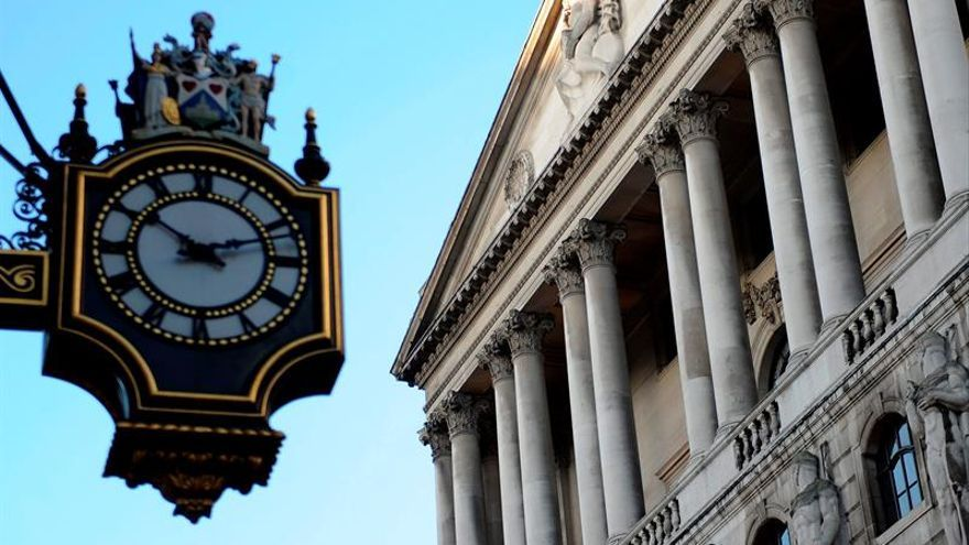 El Banco de Inglaterra pospone el recorte de los tipos de interés