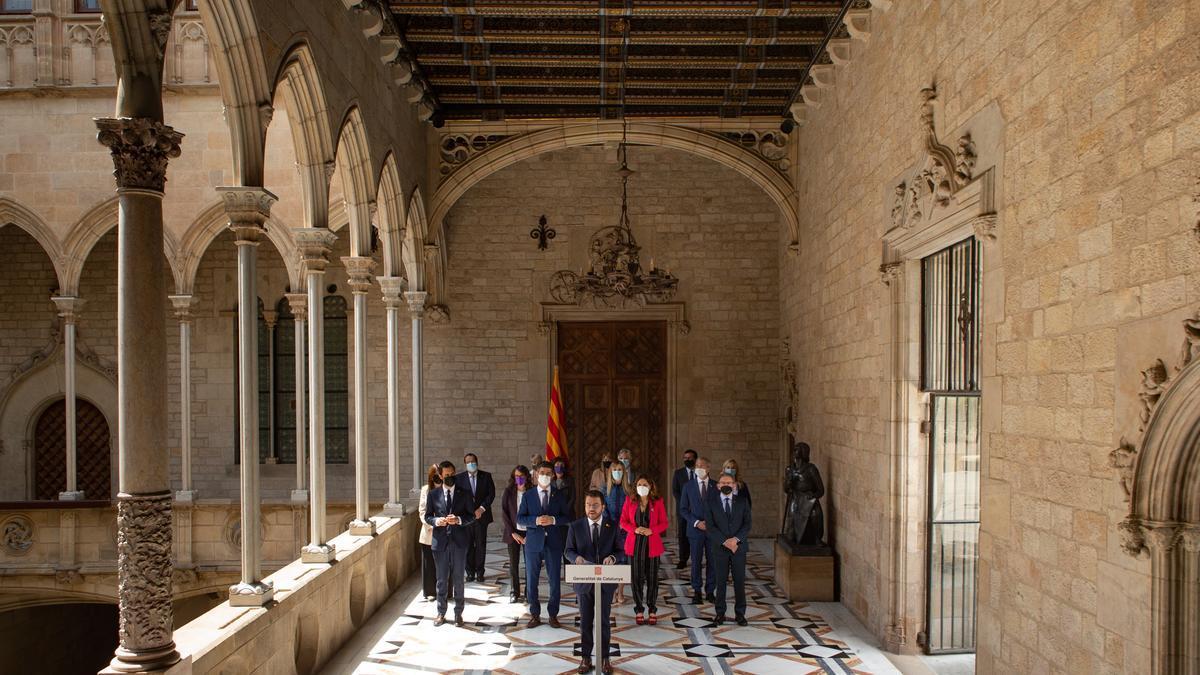 El nuevo presidente de la Generalitat, Pere Aragonès, acompañado por todo su ejecutivo