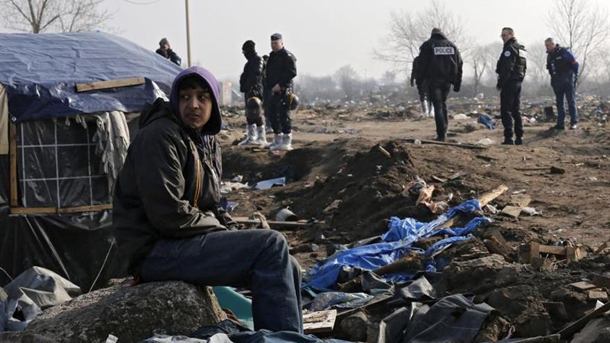 La policía desaloja unos campamentos de inmigrantes en el norte de París