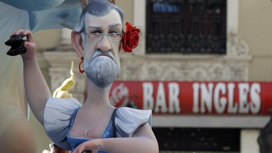 Un ninot con la imagen del Rajoy más folclórico en las Fallas de Valencia de 2013. Foto: Juan Carlos Cárdenas / Efe.