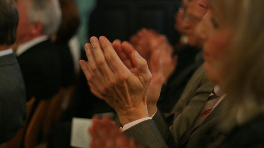 """Applauding hands"" por Niklas Bildhauer."