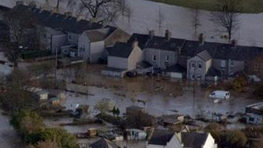 El ministro británico de Medioambiente alerta de posibles nuevas inundaciones