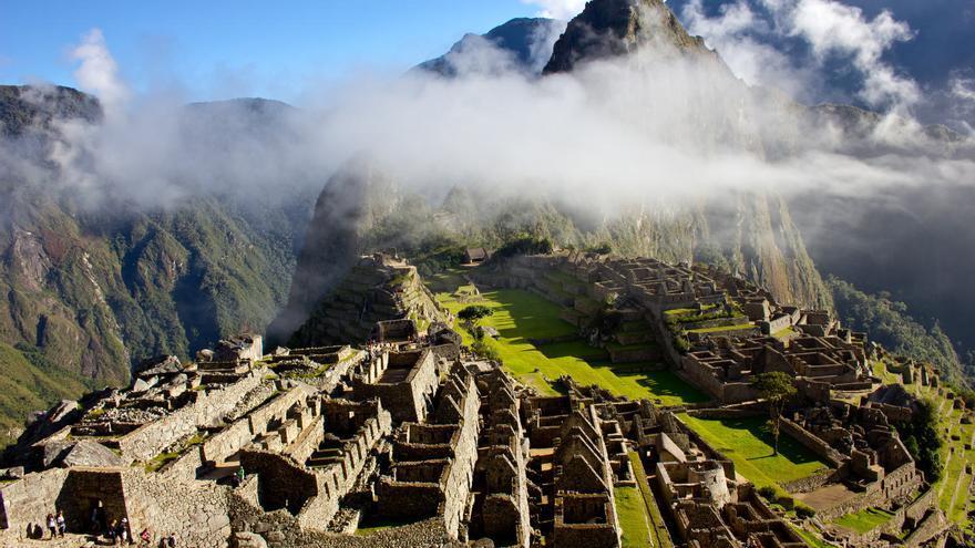 La ciudadela incaica de Machu Picchu al amanecer. VIAJAR AHORA