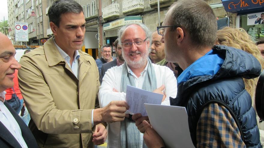 """Sánchez no critica la visita de Cameron a Gibraltar: """"Va a hacer campaña por el sí"""" a la UE"""