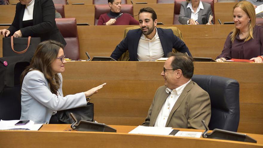 La vicepresidenta del Consell, Mónica Oltra, junto al conseller de Hacienda, Vicent Soler