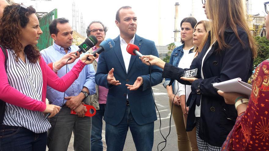 El candidato socialista a la Alcaldía de Las Palmas de Gran Canaria, Augusto Hidalgo, dará cobertura con esta tarifa a unas 5.000 familias de la ciudad,