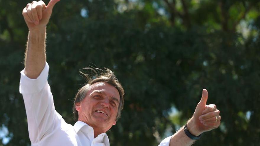Los médicos desaconsejan que Bolsonaro reinicie campaña o debates en Brasil