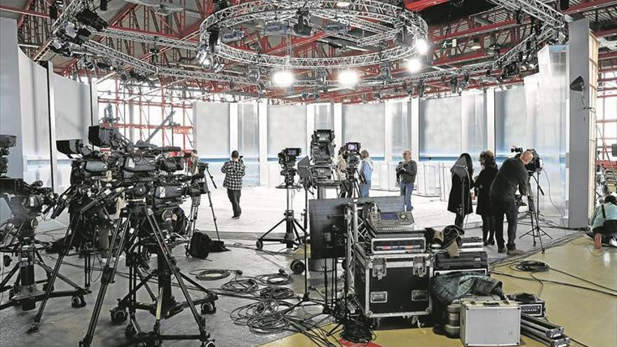 Vista del plató del debate en el Pabellón de Cristal de la Casa de Campo - EFE / ZIPI